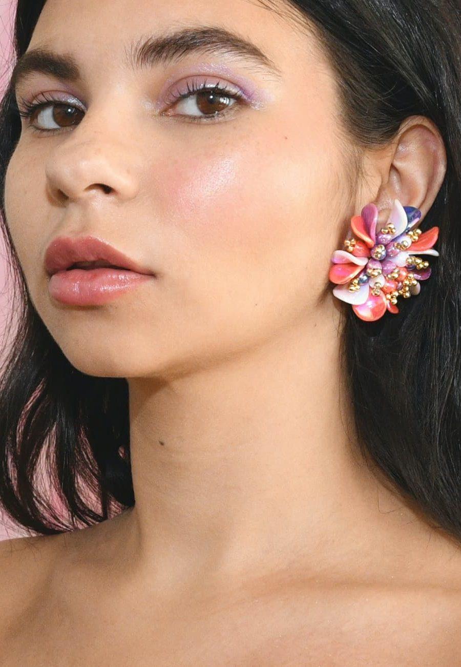 Vintage stud earrings, by live-to-express. Online vintage earrings shop.