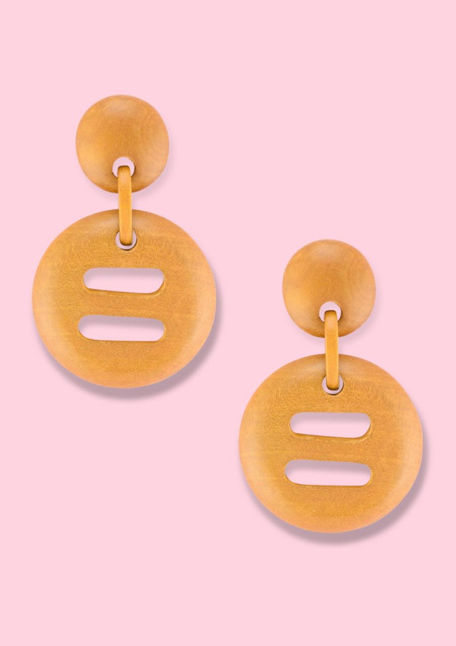 Wooden retro earrings with clip-on closing, by live-to-express. Shop sustainable vintage earrings online.