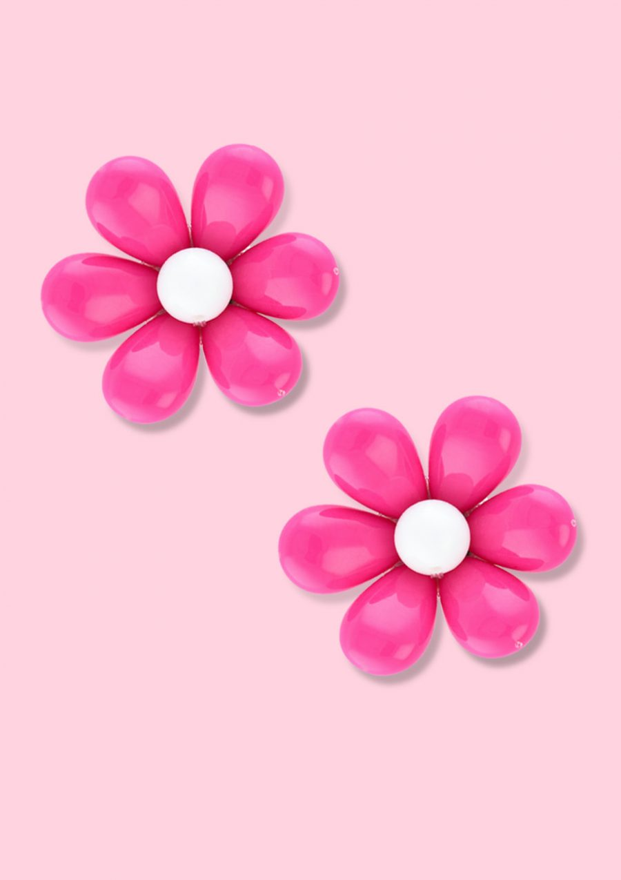 Big flower stud earrings with clip-on closing, by live to express. Online vintage earrings shop.
