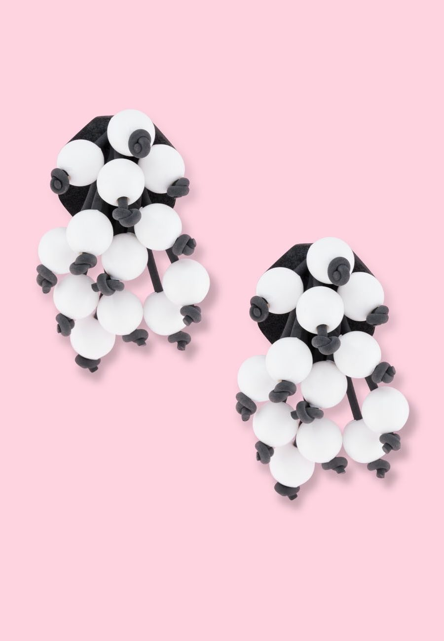 Extravagant vintage stud earrings with clip-on closing, by live-to-express. Shop vintage earrings online.