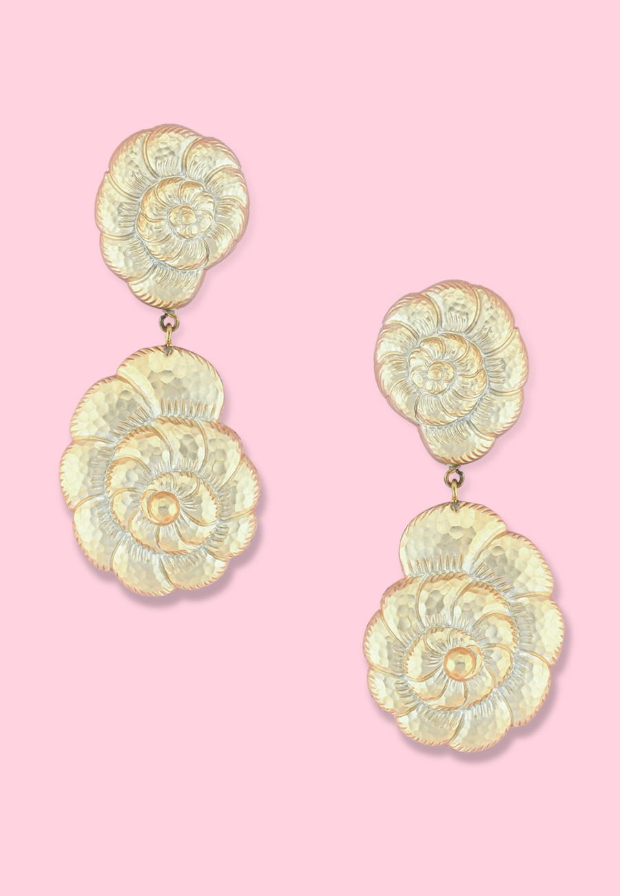Vintage clip-on earrings by live-to-express. Shop vintage golden earrings online.