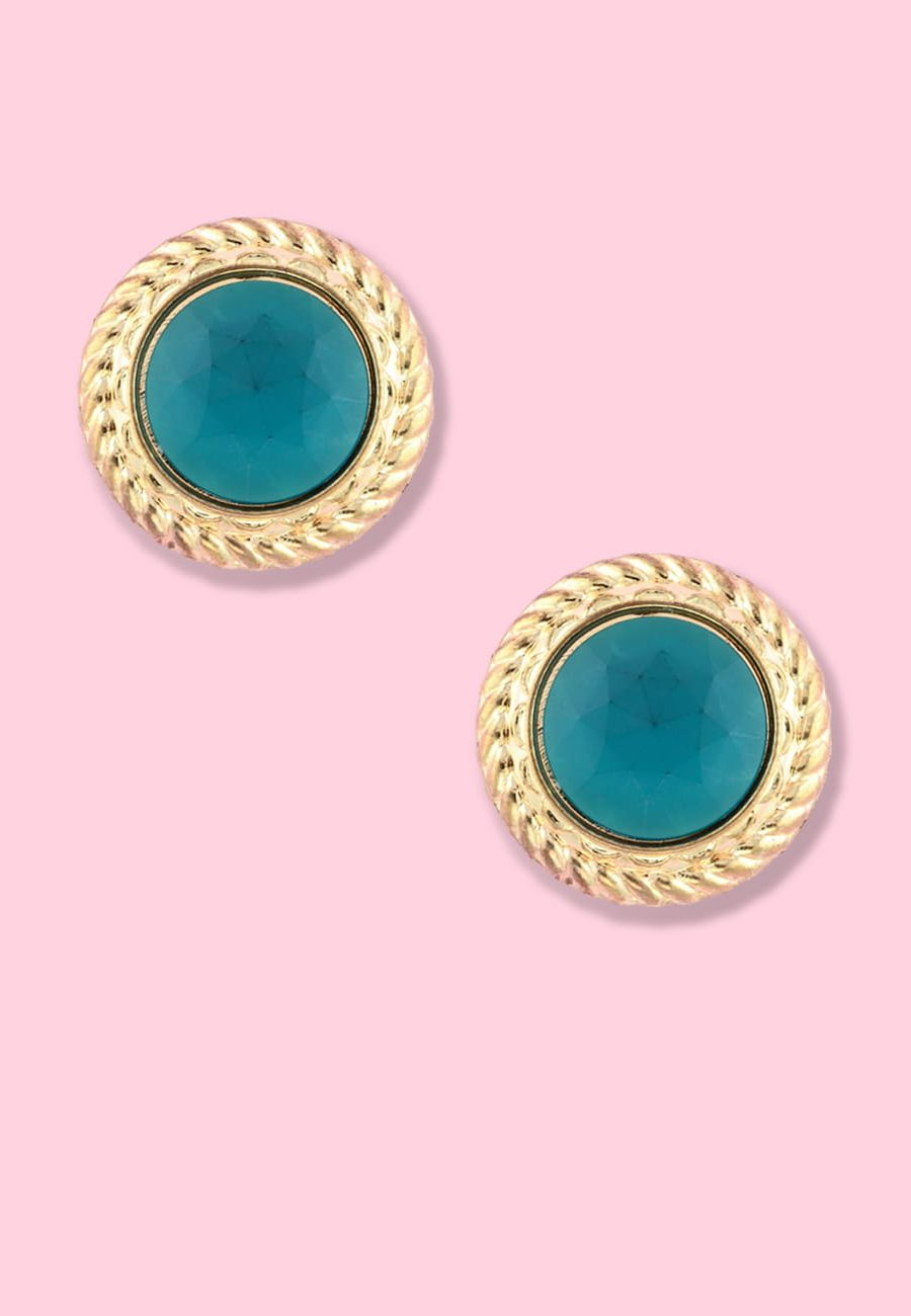 Classic golden 80s vintage earrings with clip closing, by live-to-express. Online vintage earrings shop.