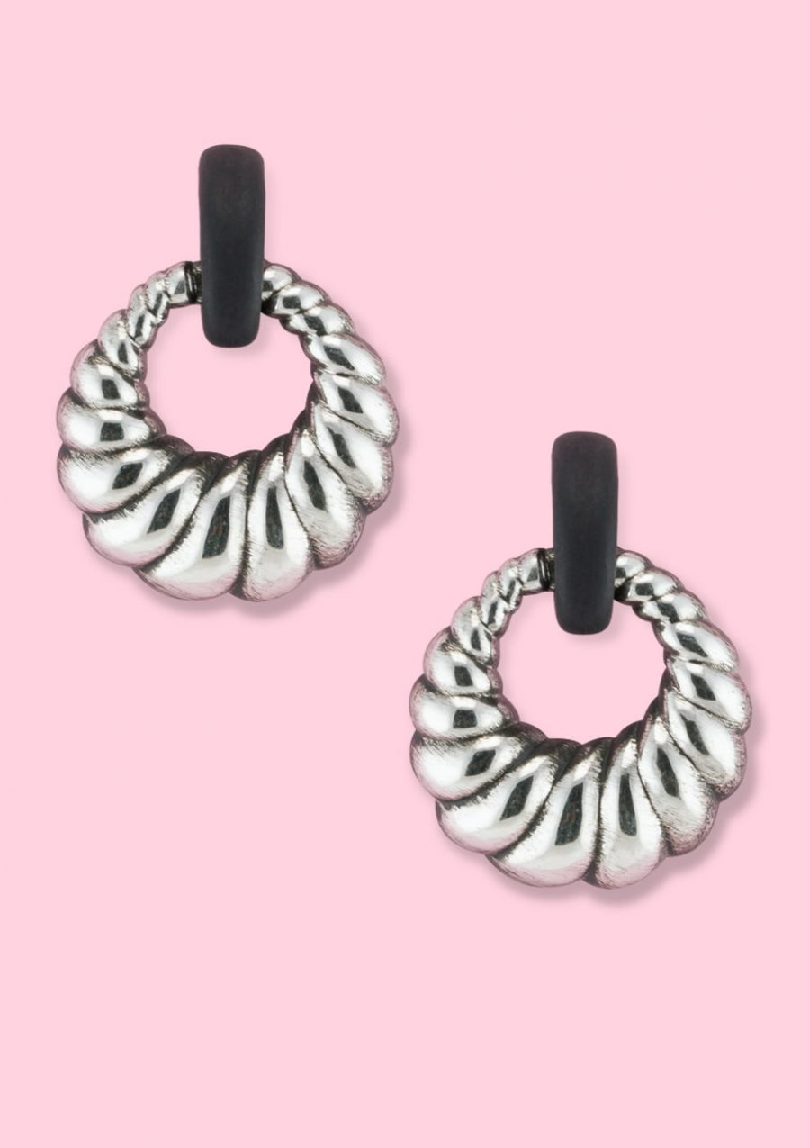 Silver 70s vintage drop earrings with a clip closing