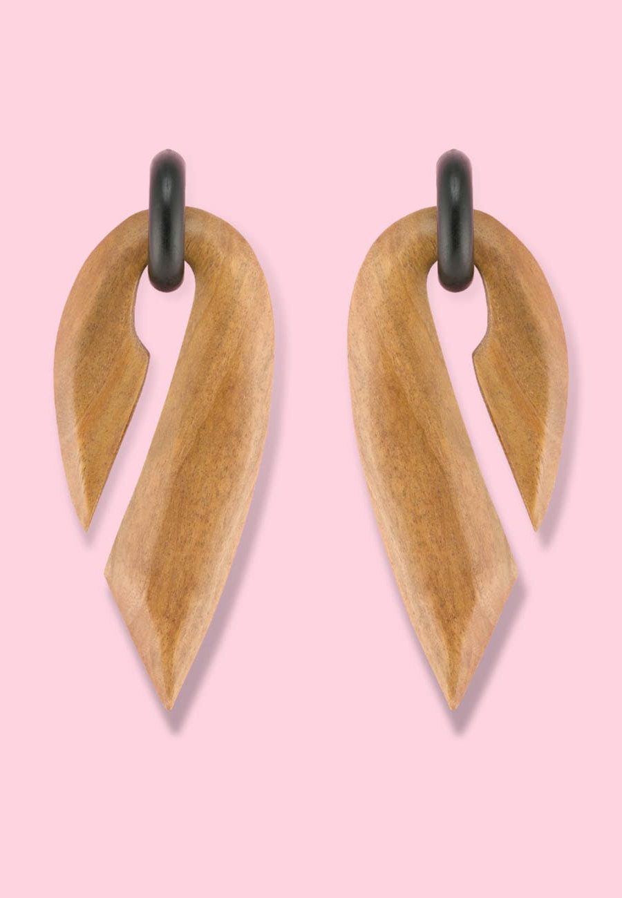 Brown retro wooden 70's drop earrings, by live-to-express. Online vintage earrings shop.