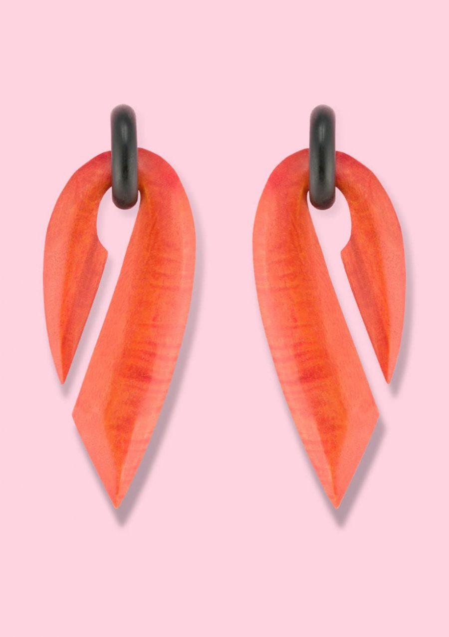 Orange retro wooden 70's drop earrings, by live-to-express. Online vintage earrings shop.