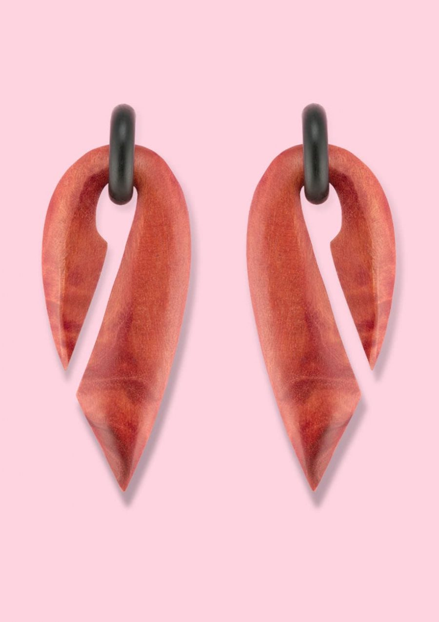 Red retro wooden 70's drop earrings, by live-to-express. Online vintage earrings shop.