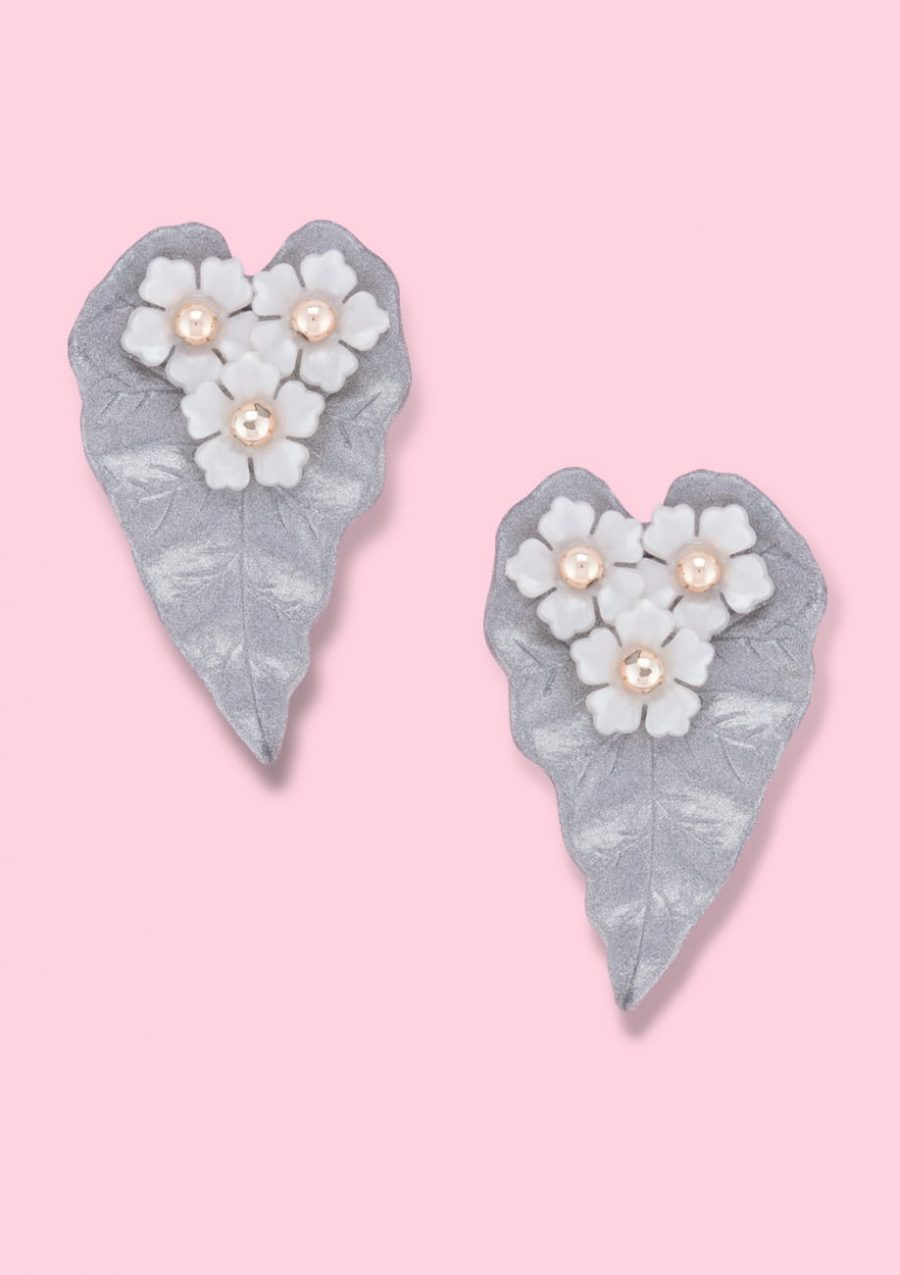 Unique leaf design stud earrings with clip-on closing, by live-to-express. Shop 80's vintage design earrings online.