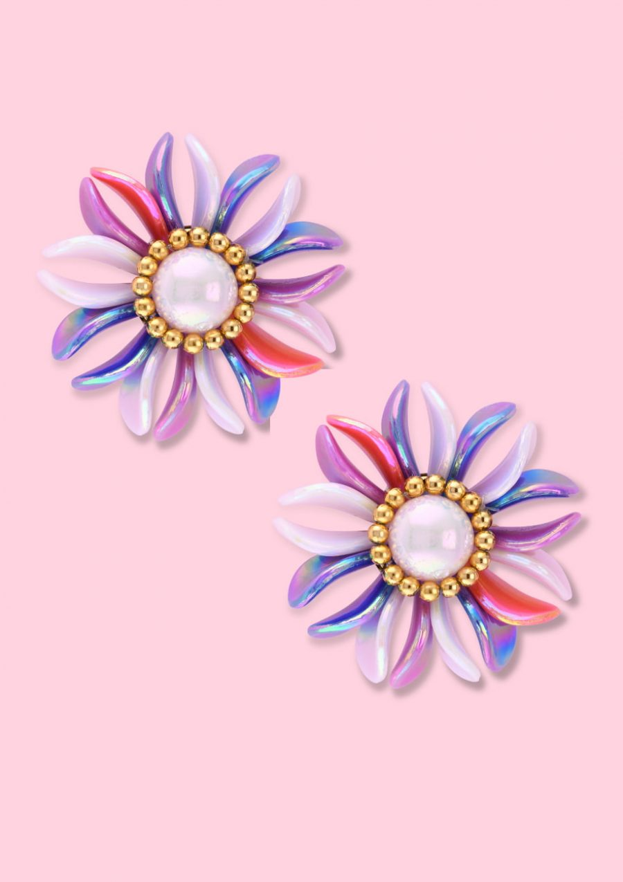 White pearl flower clip-on stud earring, by live-to-express. Shop 80's vintage earrings online.