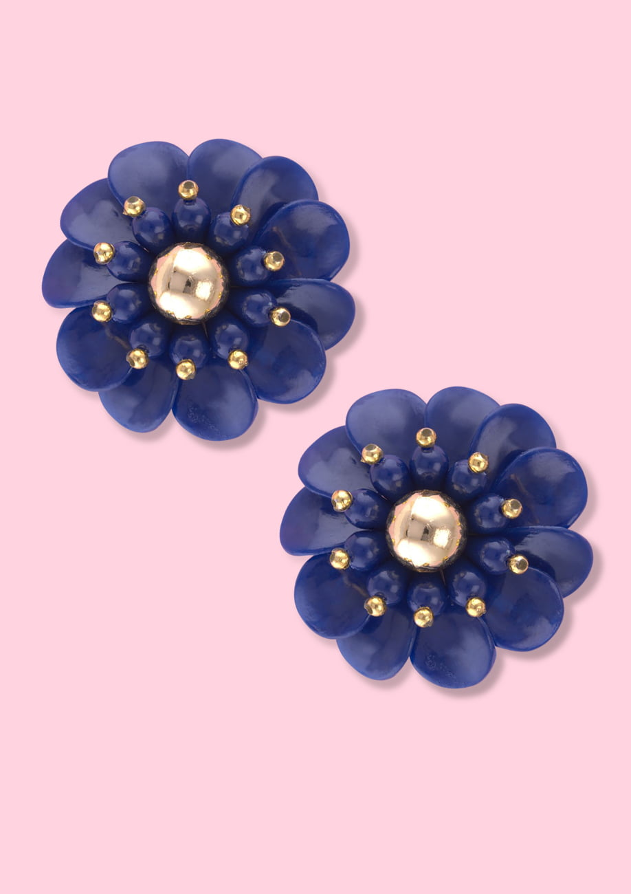 Blue flower earring with clip-on closing, by live-to-express. Shop vintage earrings online.