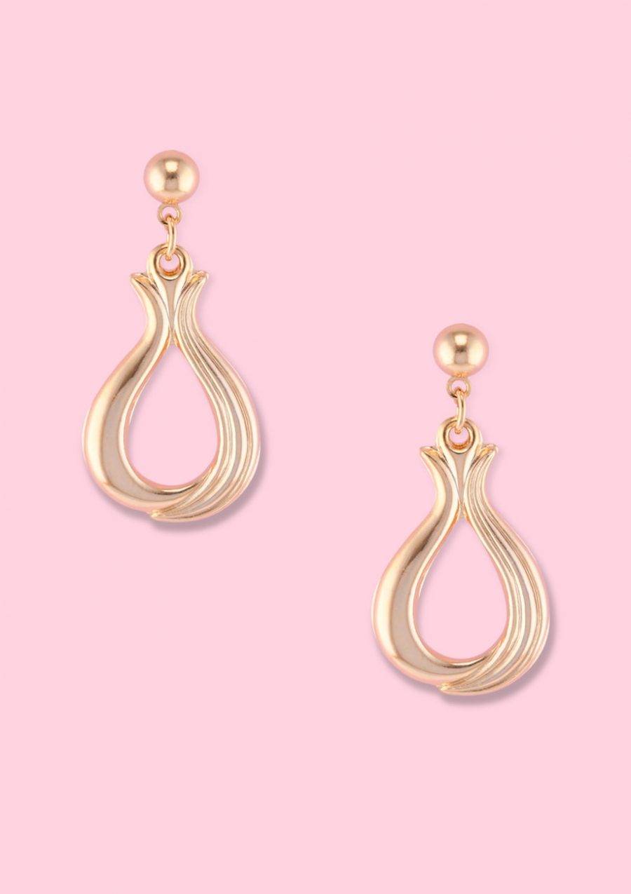 Golden vintage dangle ear jewellery with push-back closing by live-to-express. Shop 90's vintage ear jewellery online.