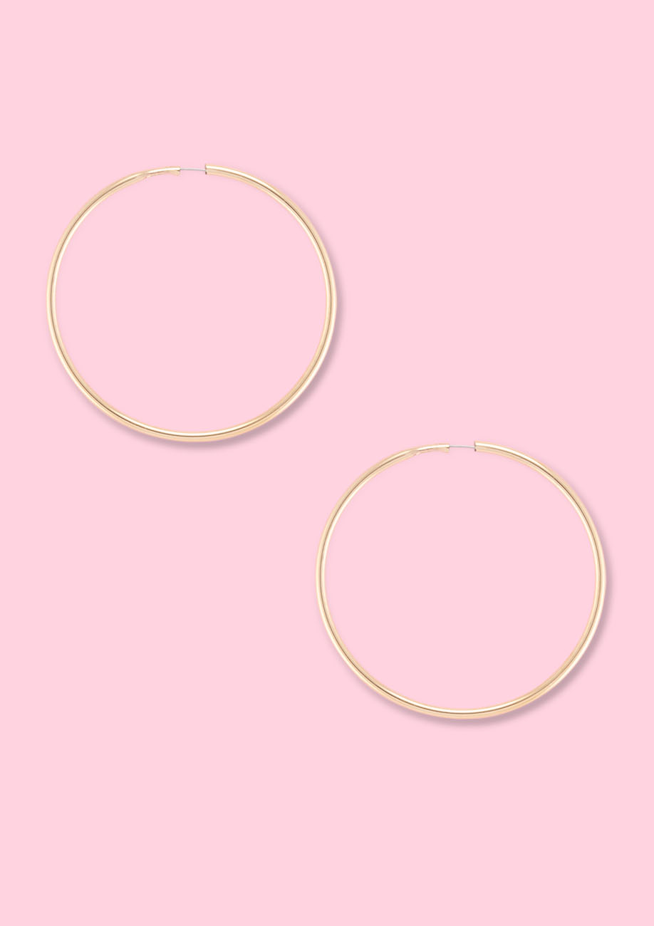 Golden vintage hoop earrings by live-to-express. Shop sustainable vintage online at live-to-express.
