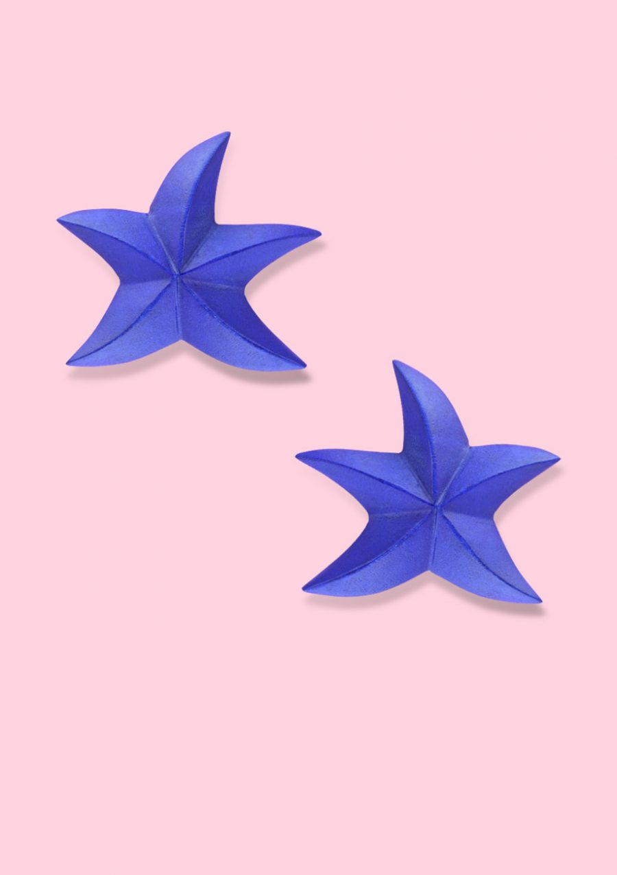 Cobalt blue wooden star stud earrings with clip-on closing, by live-to-express. Shop 70's vintage design earrings online.